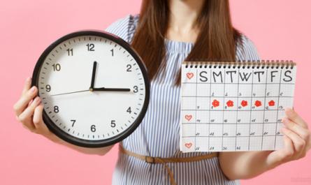 devushka s kalendarem
